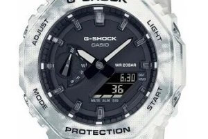 G-Shock GAE-2100GC most likely includes multiple bezels and bands