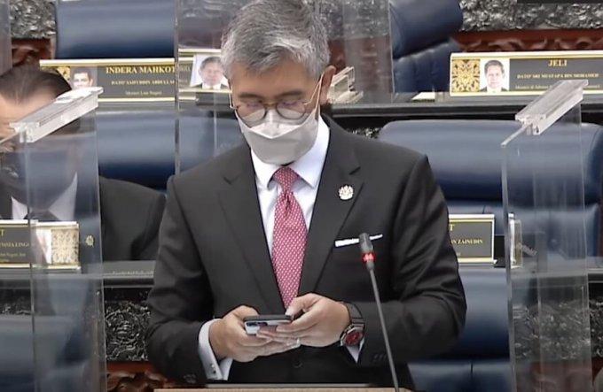 Malaysia Finance Minister Tengku Zafrul wears G-Shock GM-2100 (GM-2100B-4A)